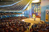 QATAR, Doha, religious complex with churches, filipino migrant worker going to mass on friday / KATAR, Doha, Religionskomplex mit Kirchen am Stadtrand, katholische Kirche, philippinische Gastarbeiter in Tagalog Messe am Freitag