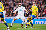 Karim Benzema of Real Madrid (L) fights for the ball with Javi Castellano Betancor of UD Las Palmas (R) during the La Liga 2017-18 match between Real Madrid and UD Las Palmas at Estadio Santiago Bernabeu on November 05 2017 in Madrid, Spain. Photo by Diego Gonzalez / Power Sport Images