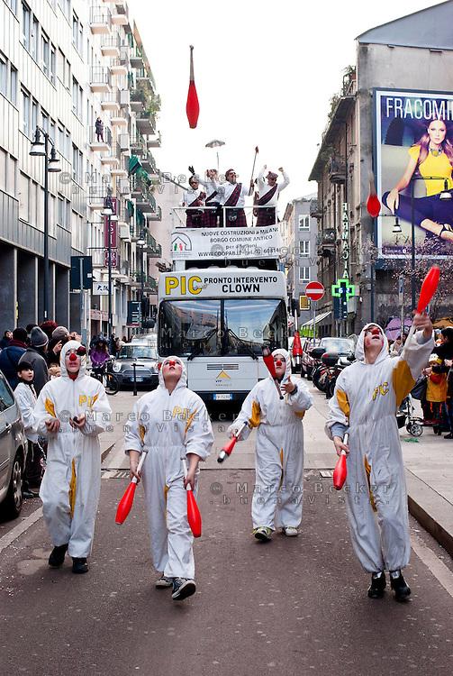 """Milano Clown Festival, Festival Internazionale sul Nuovo Clown e Teatro di Strada. """"PIC"""" (Pronto Intervento Clown) in Corso Garibaldi --- Milano Clown Festival, International Clown and Street Theatre Festival. """"PIC"""" (""""Emergency Clown"""") in Garibaldi street"""