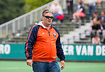 BLOEMENDAAL -  assistent coach Andre Morees (Bl'daal)  , 2e play out wedstrijd tussen Bloemendaal-HGC dames (2-0). COPYRIGHT KOEN SUYK