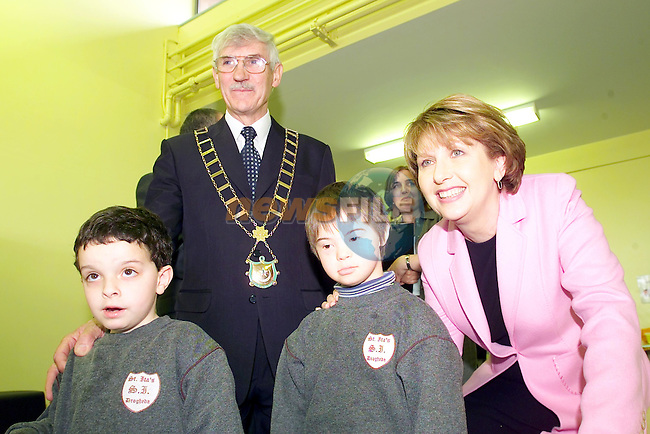 Peter Finglas and peter Givern with Mayor Jimmy Mulroy and President mary McAleese during her visit to St Itas school.Picture Fran Caffrey Newsfile...This Picture is sent to you by:..Newsfile Ltd.The View, Millmount Abbey, Drogheda, Co Louth, Ireland..Tel: +353419871240.Fax: +353419871260.GSM: +353862500958.ISDN: +353419871010.email: pictures@newsfile.ie.www.newsfile.ie