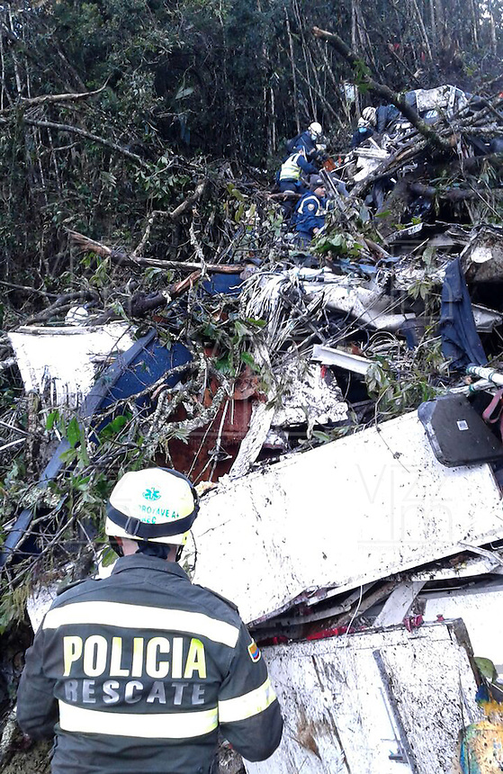 LA UNION -COLOMBIA-29-11-2016. Aspecto del sitio de la tragedia del avión de la compañia Lamia Corporation de Bolivia que transportaba al equipo Chapecoense de Brasil y el cual perdieron la vida 76 personas y 6 sorevivientes. El siniestro ocurrió en el cerro El Gordo, municipio de La Unión Antioquia  / Aspect of the site of the tragedy of the airplane of the company Lamia Corporation of Bolivia that transported Chapecoense team. 76 people lost and 6 survivors. The airplane crash happened at El Gordo mountain in La Union, Antioquia. Photo: VizzorImage/ Policia Antioquia<br /> NOTA: THE IMAGE WAS PROVIDED BY ANTIOQUIA POLICE  PRESS SERVICE. NO SALES, NO MARKETING,  COMPULSORY CREDIT<br /> MÁXIMA RESOLUCIÓN POSIBLE