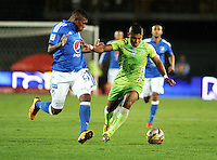 BOGOTA - COLOMBIA -21 - 02 - 2016: Elkin Blanco (Izq.) jugador de Millonarios disputa el balón con Wilmer Diaz (Der.) jugador de Jaguares FC, durante partido de la fecha 5 entre Millonarios y Jaguares FC, de la Liga Aguila I-2016, jugado en el estadio Nemesio Camacho El Campin de la ciudad de Bogota.   / Elkin Blanco (L) player of Millonarios vies for the ball with Wilmer Diaz (R) player of Jaguares FC, during a match between Millonarios and Jaguares FC, for the date 5 of the Liga Aguila I-2016 at the Nemesio Camacho El Campin Stadium in Bogota city, Photo: VizzorImage / Luis Ramirez / Staff.