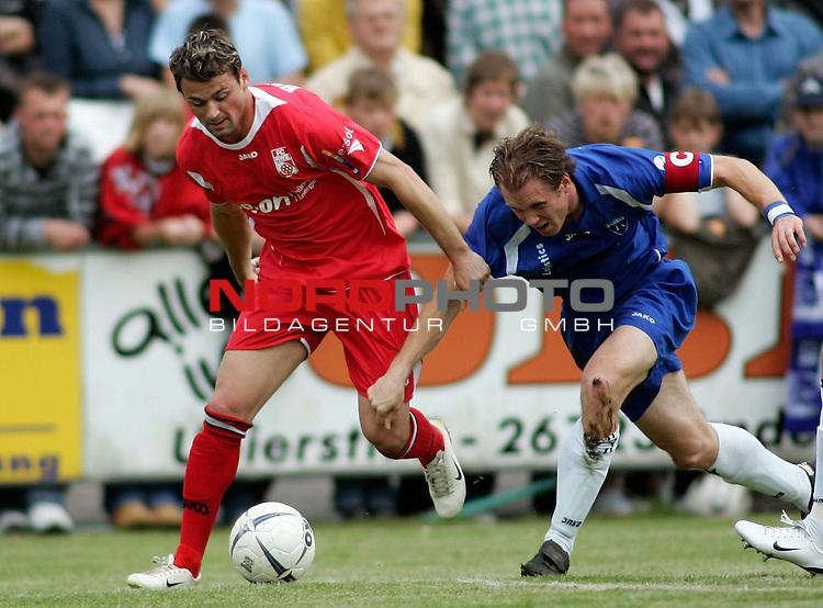 RLN 2006/2007 - 35.Spieltag RŁckrunde <br /> <br /> Kickers Emden - FC Rot-WeiŖ Erfurt<br /> <br /> Albert Bunjaku - Mario Neunaber (Kickers)<br /> <br /> <br /> <br /> Foto &copy; nordphoto *** Local Caption *** Foto ist honorarpflichtig! zzgl. gesetzl. MwSt.<br /> <br /> <br /> <br /> Belegexemplar erforderlich