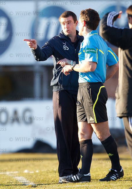 Dundee manager Barry Smith enraged as his side are denied a penalty