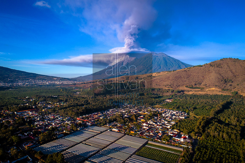 Volcan de Fuego erupts near Antigua, Guatemala and other towns on Thursday, February 1, 2018. Guatemala's CONRED (Coordinadora Nacional para la Reduccion de Desastres) issued an orange alert due to the ash tower and lava flow.