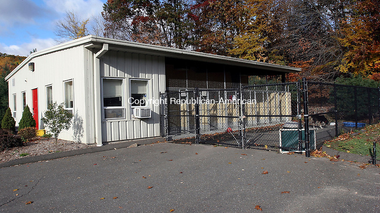MIDDLEBURY, CT-25October 2006-102506TK02- It is anticipated that Middlebury Police will serve a warrant on the mother and daughter from Woodbury who broke into the Middlebury pound in August and stole a puppy named Fione.  Tom Kabelka Republican-American (Middlebury pound)