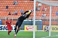 ATENÇÃO EDITOR FOTO EMBARGADA PARA VEÍCULOS INTERNACIONAIS - SAO PAULO, SP, 09 DE DEZEMBRO DE 2012 - TORNEIO INTERNACIONAL CIDADE DE SÃO PAULO - BRASIL x PORTUGAL: Patricia Campos defende chute de Marta durante partida Brasil x Portugal, válido pelo Torneio Internacional Cidade de São Paulo de Futebol Feminino, realizado no estádio do Pacaembú em São PauloFOTO: LEVI BIANCO - BRAZIL PHOTO PRESS