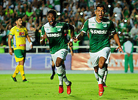 CALI -COLOMBIA-08-02-2017. Jefferson Duque (Der) jugador del Deportivo Cali celebra después de anotar un gol a Atlético Huila durante partido por la fecha 1 de la Liga Aguila I 2017 jugado en el estadio Pascual Guerrero de la ciudad de Cali. / Jefferson Duque (R) player of Deportivo Cali celebrates after scoring a goal to Atletico Huila during match for the date 1 of the Aguila League I 2017 played at Pascual Guerrero stadium in Cali city.  Photo: VizzorImage/ NR /Cont