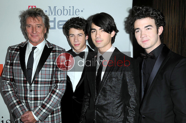 Rod Stewart and Nick Jonas with Joe Jonas and Kevin Jonas<br />