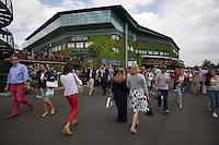 01-07-13, England, London,  AELTC, Wimbledon, Tennis, Wimbledon 2013, Day seven,  Outside Centercourt<br /> <br /> <br /> <br /> Photo: Henk Koster