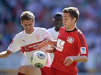 Fussball  1. Bundesliga  Saison 2013/2014  2. Spieltag VfB Stuttgart - Bayer Leverkusen     17.08.2013 Daniel Schwaab (li, VfB Stuttgart) gegen Jens Hegeler (Bayer 04 Leverkusen)