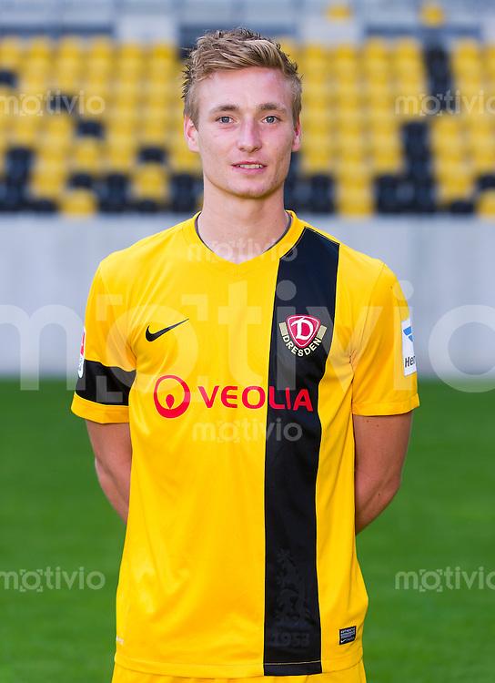 Fussball, 2. Bundesliga, Saison 2013/14, SG Dynamo Dresden, Mannschaftsvorstellung, Mannschaftsfoto, Portraittermin Christoph Menz.