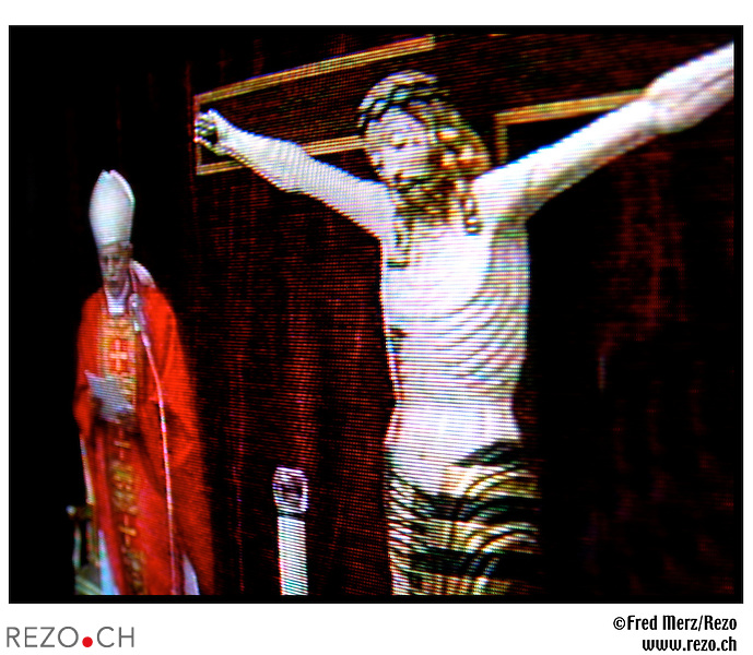 FM03234 / Illustration sur le theme de l'eglise...Avril 2005..©Fred Merz/Rezo