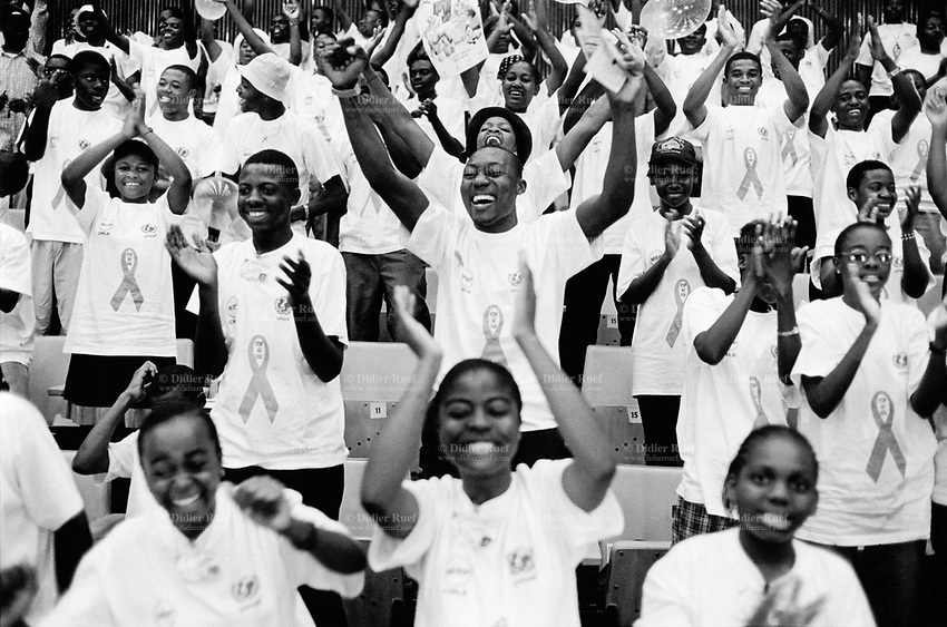"Cameroon. Yaounde. Congress hall. Last days of HIV Aids week (nov 26 to dec1 2001). Celebrations for Aids day which is is on the first of december. Group of students wearing T-shirts with logo "" Stop Aids"" . © 2001 Didier Ruef"