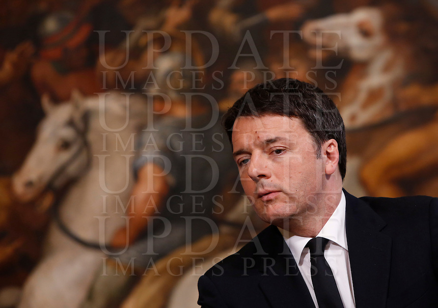 Il presidente del Consiglio Matteo Renzi tiene una conferenza stampa col presidente della Commissione Europea a Palazzo Chigi, Roma, 26 febbraio 2016.<br /> Italian Premier Matteo Renzi attends a joint press conference with  European Commission's President at Chigi Palace, Rome, 26 February 2016.<br /> UPDATE IMAGES PRESS/Riccardo De Luca