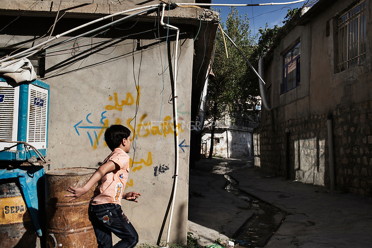 30/08/15. Shaqlawa, Iraq. -- An old neighborhood of Shaqlawa, where several displaced families from Al Anbar province live among the local population.
