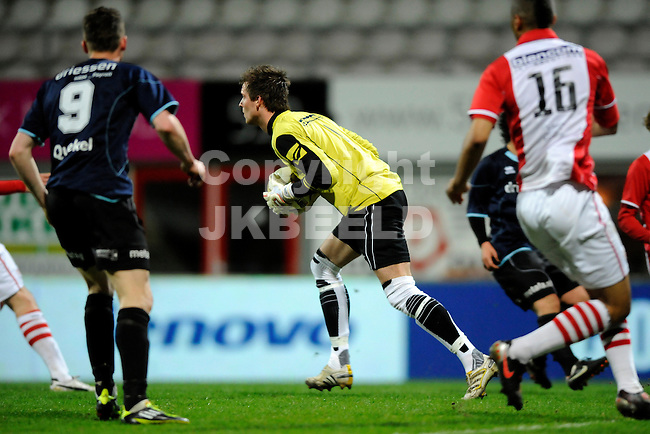 EMMEN - Voetbal, FC Emmen - Helmond Sport, Jupiler League, Unive stadion, seizoen 2011-2012, 30-03-2012  FC Emmen doelman Harm Zeinstra redt.
