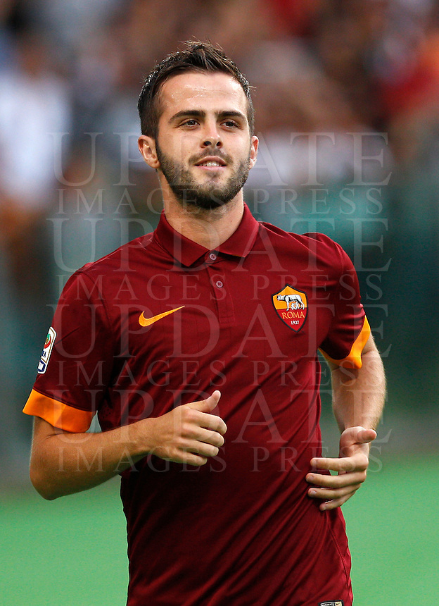 Calcio, amichevole Roma vs Fenerbahce. Roma, stadio Olimpico, 19 agosto 2014.<br /> Roma midfielder Miralem Pjanic, of Bosnia, arrives for the team's presentation, prior to the friendly match between AS Roma and Fenerbahce at Rome's Olympic stadium, 19 August 2014.<br /> UPDATE IMAGES PRESS/Riccardo De Luca