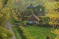 France, Orne (61), Pays d'Auge, Le Renouard,  maison du village dans le bocage// France, Orne, Pays d'Auge, Le Renouard, village house in the grove