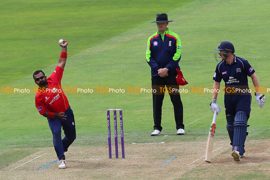 Ashar Zaidi in bowling action for Essex during Middlesex vs Essex Eagles, Royal London One-Day Cup Cricket at Lord's Cricket Ground on 31st July 2016