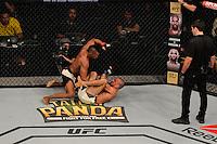 RIO DE JANEIRO, RJ, 01.08.2015 - UFC-RJ - O lutador Iuri Marajó vence Leandro Issa no UFC 190: Rousey vs. Correia, na HSBC Arena, na zona oeste, neste sábado (01).(Foto: João Mattos / Brazil Photo Press)