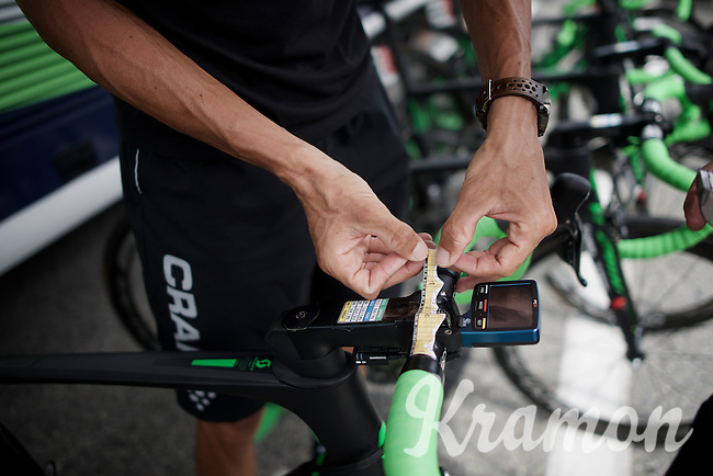 Ruben Plaza (ESP/Orica-BikeExchange) sticking today's profile to his handlebars<br /> <br /> Stage 19:  Albertville › Saint-Gervais /Mont Blanc (146km)<br /> 103rd Tour de France 2016