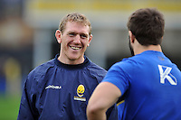 Worcester Warriors coach Sam Vesty speaks to Guy Mercer of Bath Rugby during the pre-match warm-up. Aviva Premiership match, between Bath Rugby and Worcester Warriors on December 27, 2015 at the Recreation Ground in Bath, England. Photo by: Patrick Khachfe / Onside Images