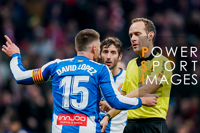 David Lopez Silva of RCD Espanyol speaks to referee Mario Melero Lopez during the La Liga 2018-19 match between Atletico de Madrid and RCD Espanyol at Wanda Metropolitano on December 22 2018 in Madrid, Spain. Photo by Diego Souto / Power Sport Images
