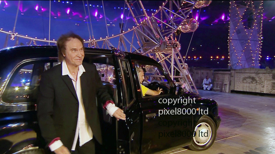 Olympics 2012 - BBC Coverage.Closing ceremony.Ray Davies gets out of a London taxi.....Picture by Pixel8000 07917221968