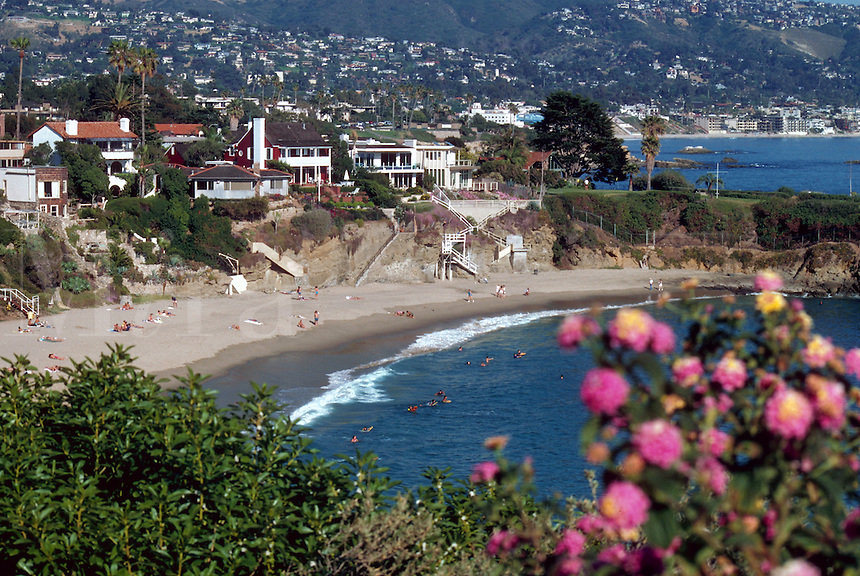Coastal view of upscale homes on a hillside in Laguna Beach.