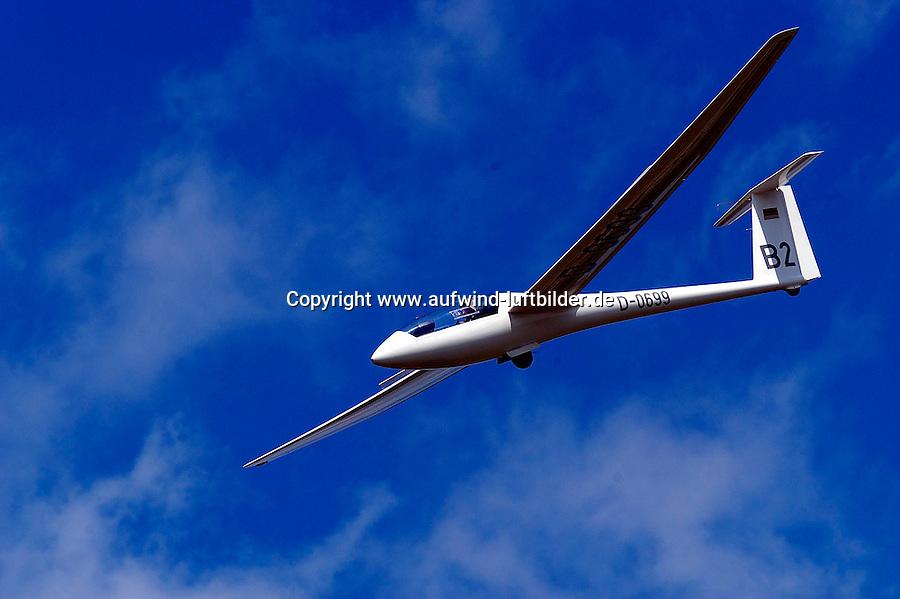 Segelflug, Segelflugzeug, LS4 b bei der Landung, Landeanflug