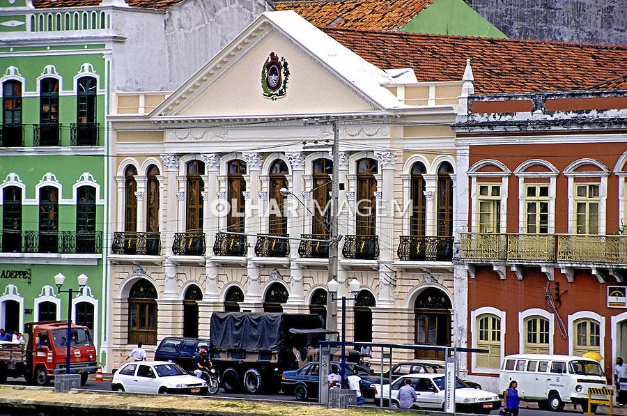 Edifícios na Rua Aurora em Recife, Pernambuco. 1997. Foto de Rogério Reis.