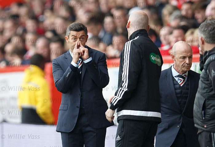 Pedro Caixinha speaks to the 4th official about Danny Wilson's broken nose