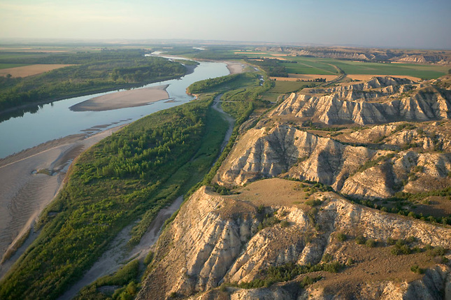 Yellowstone River irrigation converts badlands to farmland