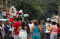 SAO PAULO, SP, 11 DE FEVEREIRO DE 2012 - CARNAVAL 2012 SP -  BLOCO DA CLASSE A  - Folioes se divertem durante o tradicional Bloco da bloco Classe A no bairro da Barra Funda na regiao oeste da capital paulista. (FOTO: RENATO SILVESTRE - NEWS FREE).
