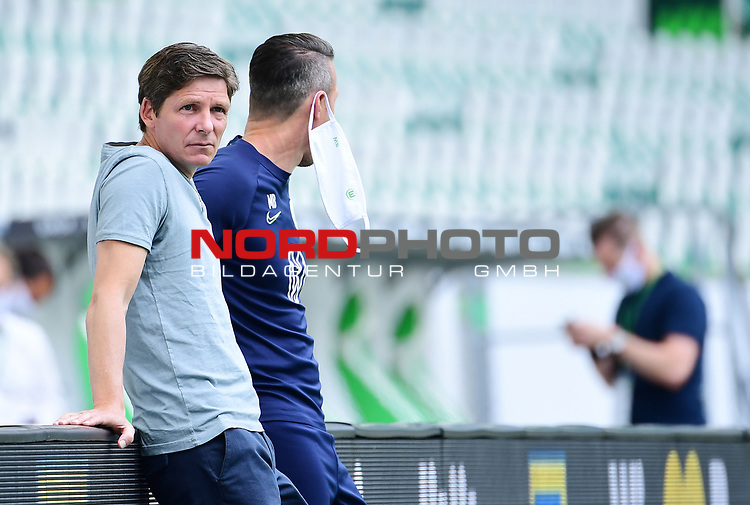 v.l. Trainer Oliver Glasner (Wolfsburg), Athletiktrainer Michael Berktold<br />