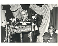 Rene Levesque  a la tribune du Cercle canadien de Montreal, le 3 avril 1977, a l'hotel Windsor.