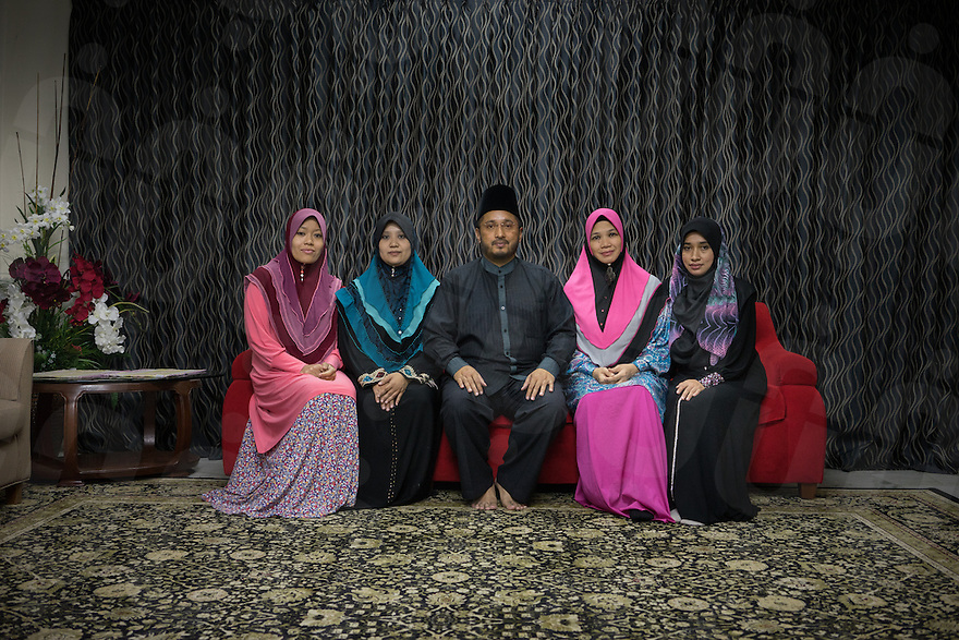 January 15, 2015 - Rawang (Malaysia). Global Ikhwan's CEO Lokman Hakim, poses together with his 4 wives, - from left to right - Mardiona Hakim, Rahmah Lokman, Saiyidah Lokman and Nur Rul Lokman. Some of their 27 children are attending boarding schools in Jordan, Australia and Egypt. © Thomas Cristofoletti / Ruom