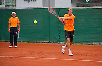 Austria, Kitzbuhel, Juli 14, 2015, Tennis, Davis Cup, Training Dutch team, Thiemo de Bakker with in the background coach Martin Bohm<br /> Photo: Tennisimages/Henk Koster