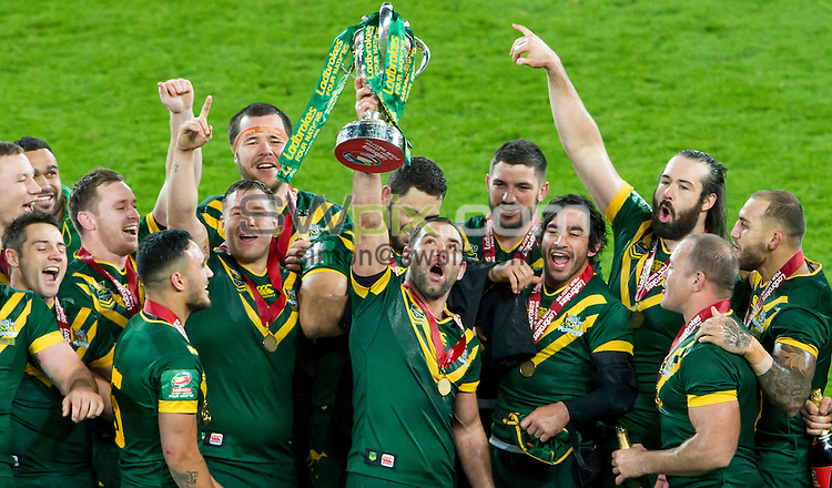 Picture by Allan McKenzie/SWpix.com - 20/11/2016 - Rugby League - 2016 Ladbrokes Four Nations Final - Australia v New Zealand - Anfield, Liverpool, England - Australia's captain Cameron Smith holds the Ladbrokes 4 Nations trophy aloft after his side defeated New Zealand.