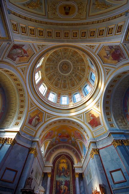 Interior of the Neo Classical (Klaszicista) Esztergom Basilica, Cathedral ( Esztergomi Bazilika ), Hungary.