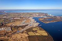 Skandinavienkai: EUROPA, DEUTSCHLAND, SCHLESWIG- HOLSTEIN, TRAVEMUENDE, 26.02.2012:.Der Skandinavienkai in Luebeck-Travemuende ist einer der zahlreichen Luebecker Haefen an der Trave und der groesste deutsche Faehrhafen an der Ostsee..Es bestehen Verbindungen nach Schweden (z. B. Trelleborg, Malmoe und Goeteborg), Finnland und ins Baltikum. Das Terminal ist spezialisiert auf den Roll-on-Roll-off Verkehr. Umgeschlagen werden ueberwiegend Lkw und Sattelauflieger (Trailer), Ex- und Import-Pkw, Container und Bahnwaggons, aber auch Schwergut und Stahl. Im Jahr 2007 waren es insgesamt 22 Millionen Tonnen, darunter allein 800.000 Lkw und Trailer, ueber 115.000 Pkw und 50.000 Container....