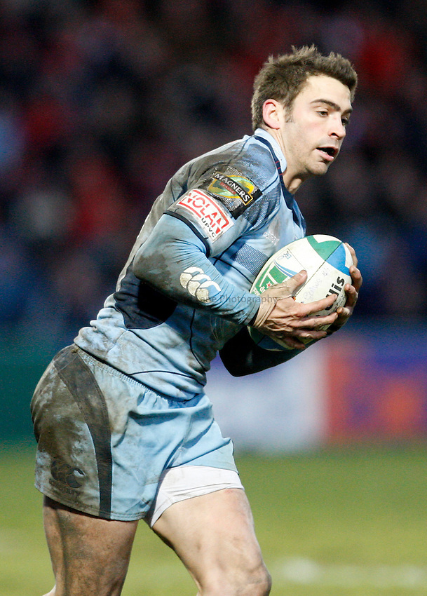 Photo: Richard Lane/Richard Lane Photography. Gloucester Rugby v Cardiff Blues. Heineken Cup. 18/01/2009. Cardiff's Nicky Robinson catches a high ball.
