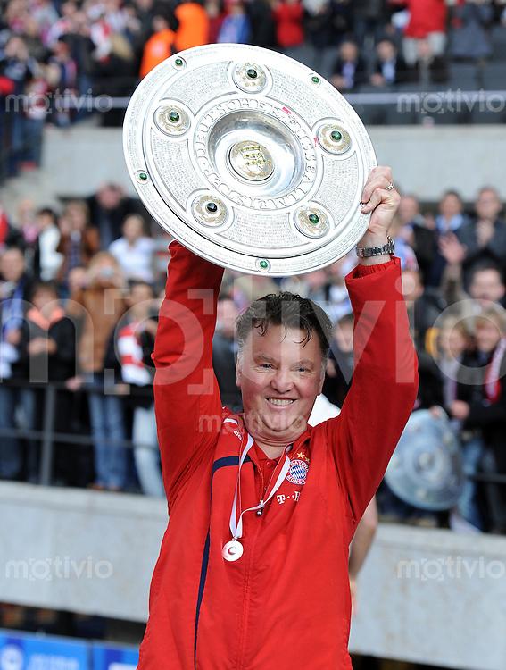 Fussball 1. Bundesliga :  Saison   2009/2010   34. Spieltag   Hertha BSC Berlin - FC Bayern Muenchen    08.05.2010 JUBEL Trainer Louis van Gaal (FCB)