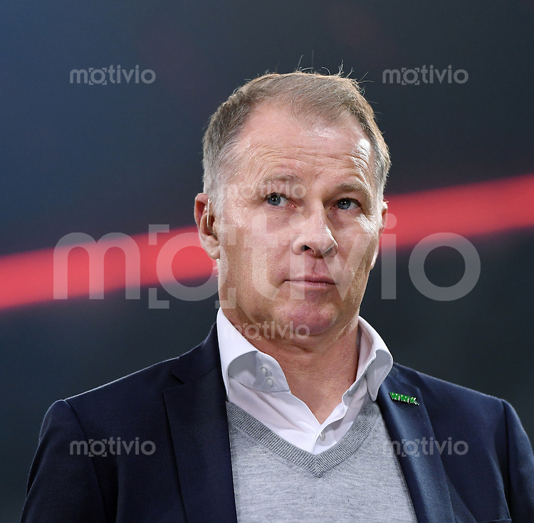 Fussball     DFB Pokal 2. Runde    Saison 2016/2017    FC Bayern Muenchen - FC Augsburg       26.10.2016 Manager Stefan Reuter (FC Augsburg)