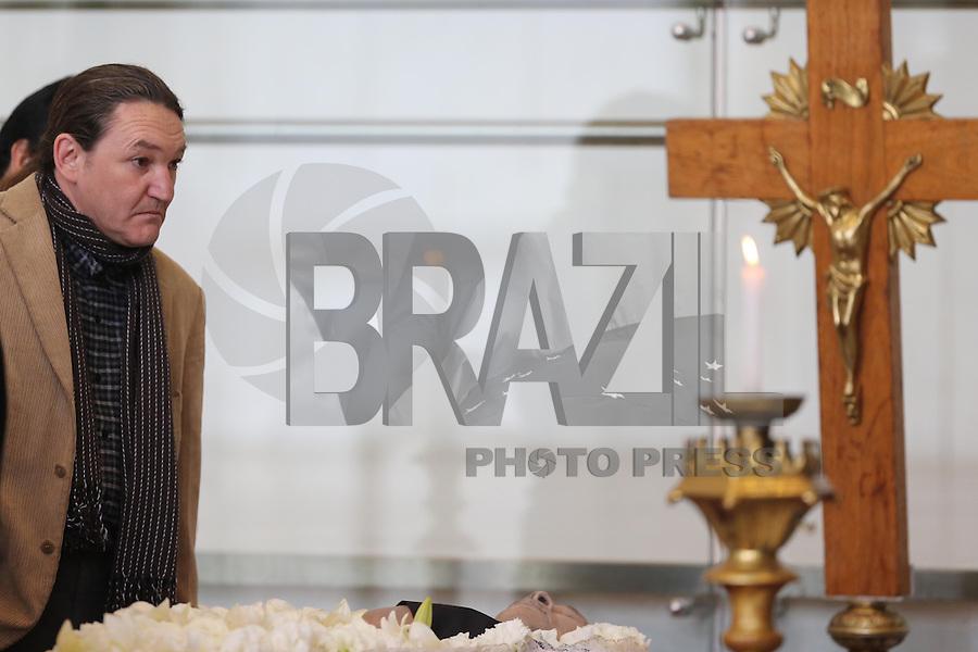 SAO PAULO, SP, 25.07.2013 - VELORIO MUSICO DOMIGUINHOS - Marco Antonio Ricciardelli (Marquito)<br />  amigo do sanfoneiro José Domingos de Moraes, o Dominguinhos, é velado na Assembleia Legislativa de São Paulo, na zona sul da capital, na manhã desta quarta-feira (24). Dominguinhos morreu no final da tarde de ontem no Hospital Sírio Libanês, onde estava internado desde janeiro para tratar das complicações de um câncer no pulmão. Foto: Vanessa Carvalho / Brazil Photo Press
