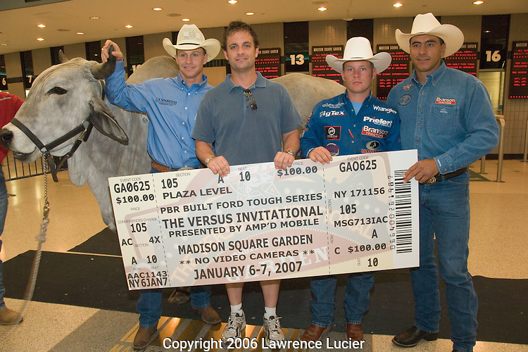 Buckshot the bull, Ty Murray, fan Jason Berg, Chris Shivers,  and Adriano Moraes