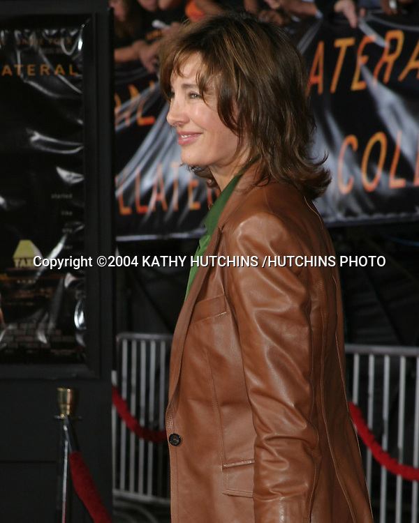 """©2004 KATHY HUTCHINS /HUTCHINS PHOTO.PREMIERE OF """"COLLATERAL"""".ORPHEUM THEATER, DOWNTOWN LA.LOS ANGELES, CA.AUG 2, 2004..ANNE ARCHER"""