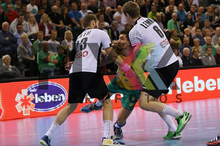 Flensburg, 06.11.15, Sport, Handball Supercup 2015, Deutschland-Brasilien : Steffen F&auml;th (Deutschland, #23), Jose Toledo (Brasilien, #10), Finn Lemke (Deutschland, #06)<br /> <br /> Foto &copy; PIX-Sportfotos *** Foto ist honorarpflichtig! *** Auf Anfrage in hoeherer Qualitaet/Aufloesung. Belegexemplar erbeten. Veroeffentlichung ausschliesslich fuer journalistisch-publizistische Zwecke. For editorial use only.